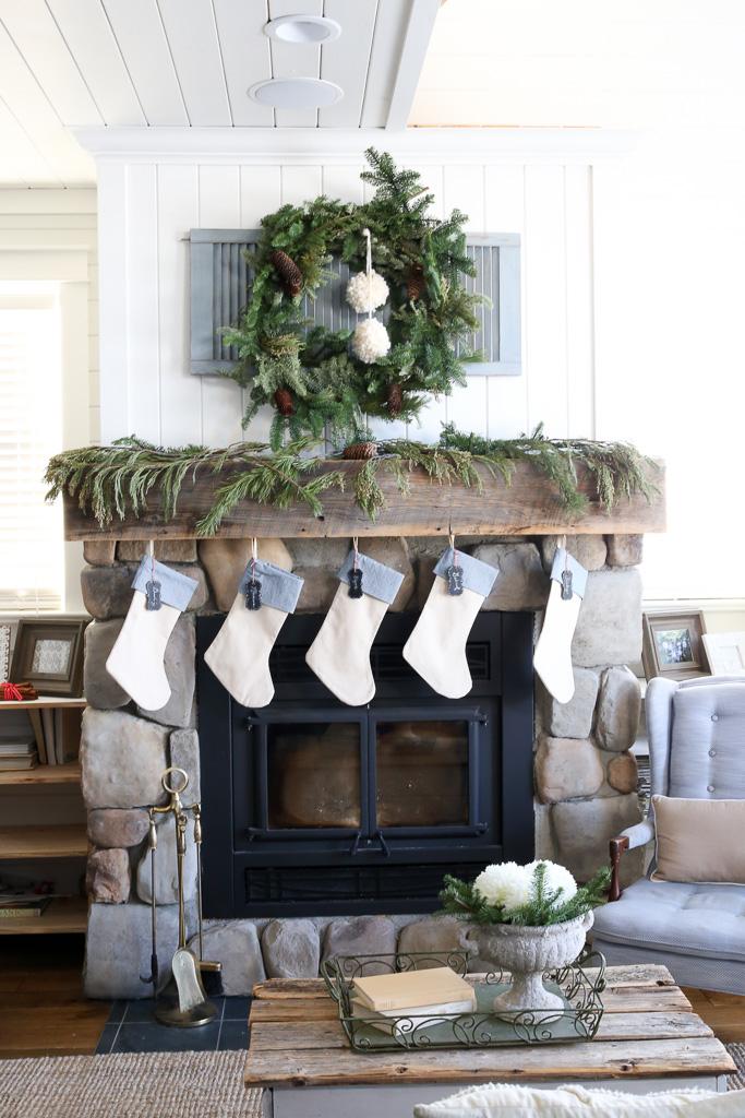 Farmhouse Christmas Mantel-1