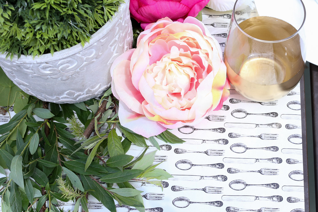 wrapping paper table runner|This Mamas Dance-1