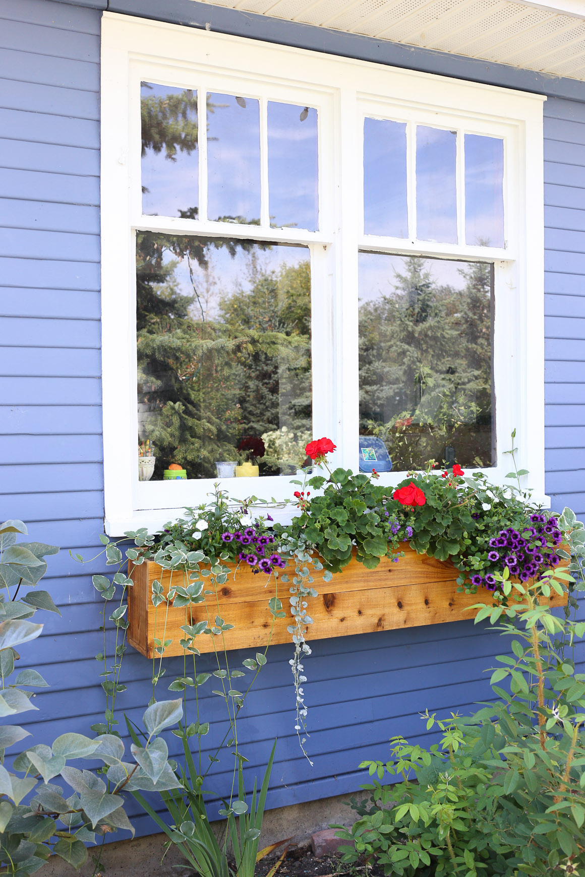 Cedar Window Boxes | This Mamas Dance-3