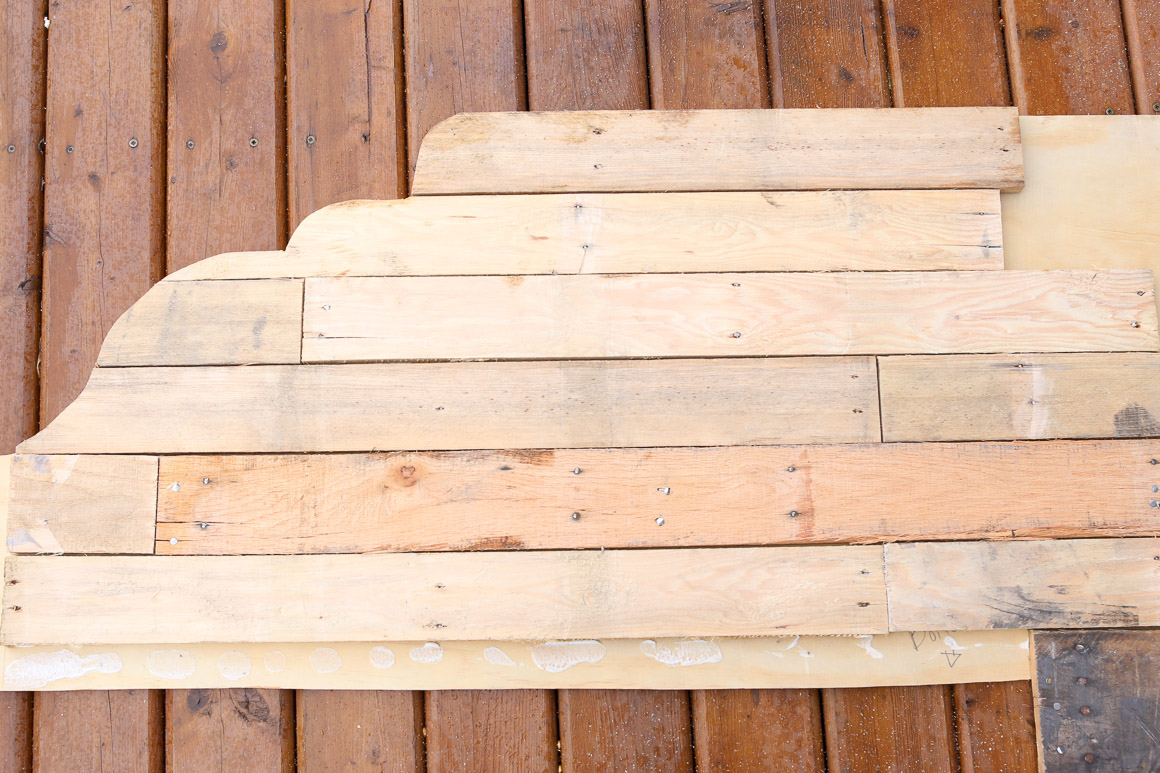 how-to-build-a-pallet-headboard-via-mamas-dance-16