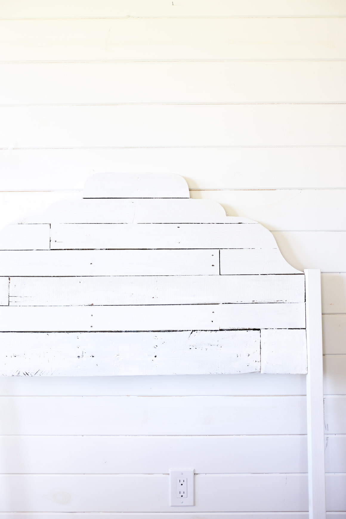 painted-pallet-headboard-this-mamas-dance-1