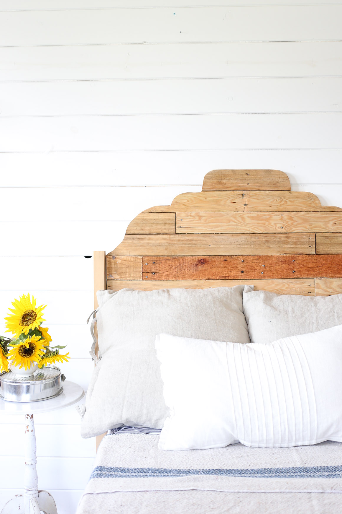 pallet-headboard-via-this-mamas-dance-1