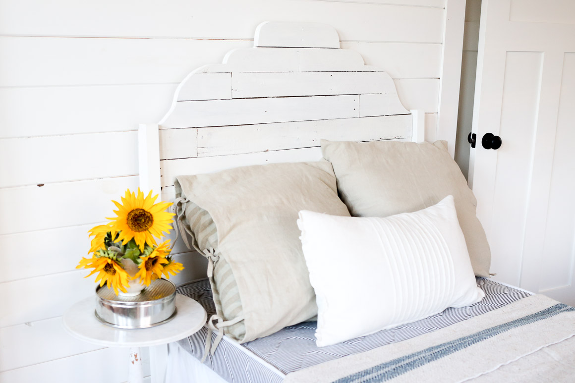 joanna gaines inspired pallet headboard via Ashlea of This Mamas Dance