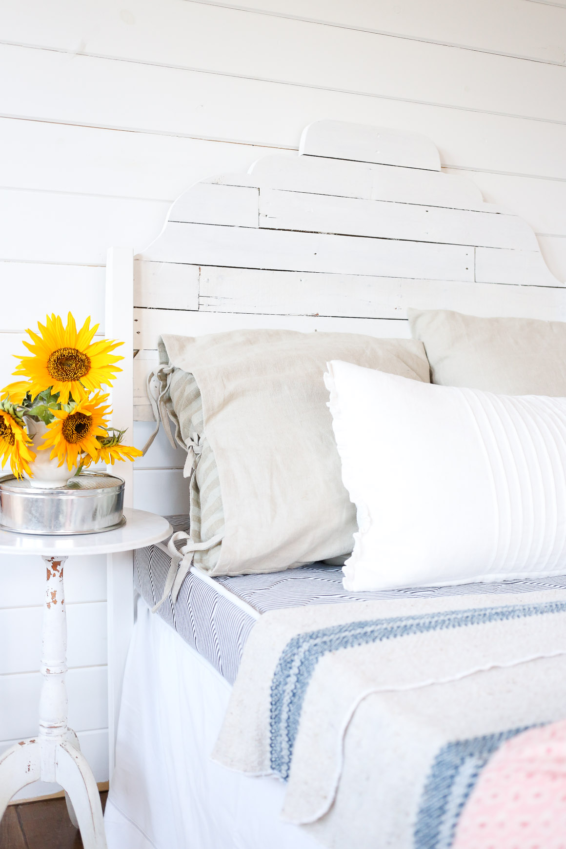 Joanna Gaines inspired DIY Pallet Headboard Tutorial via Ashlea of This Mamas Dance