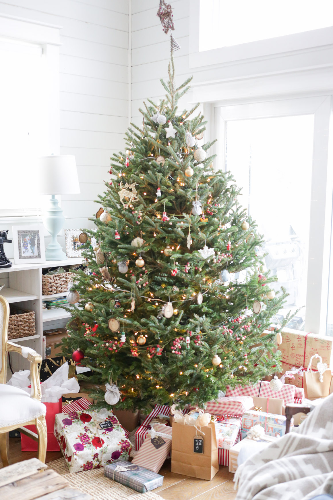 Step inside this Cozy Cottage Living Room, all prettied up for Christmas | This Mamas Dance
